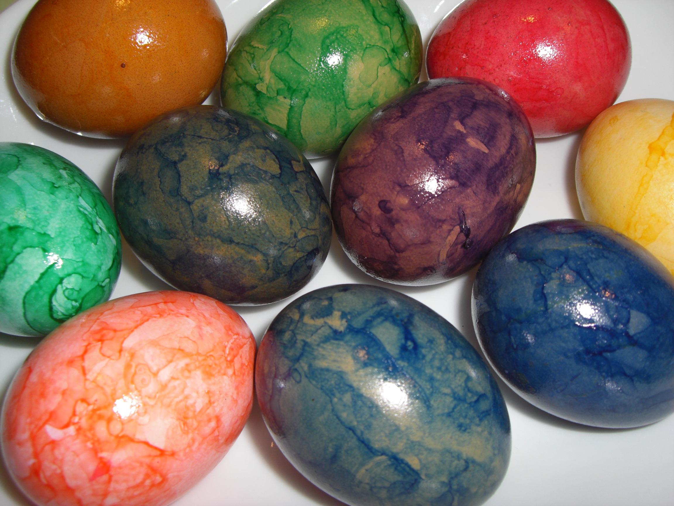 Ostereier, bunte Eier, selber färben - krisenkueche.de