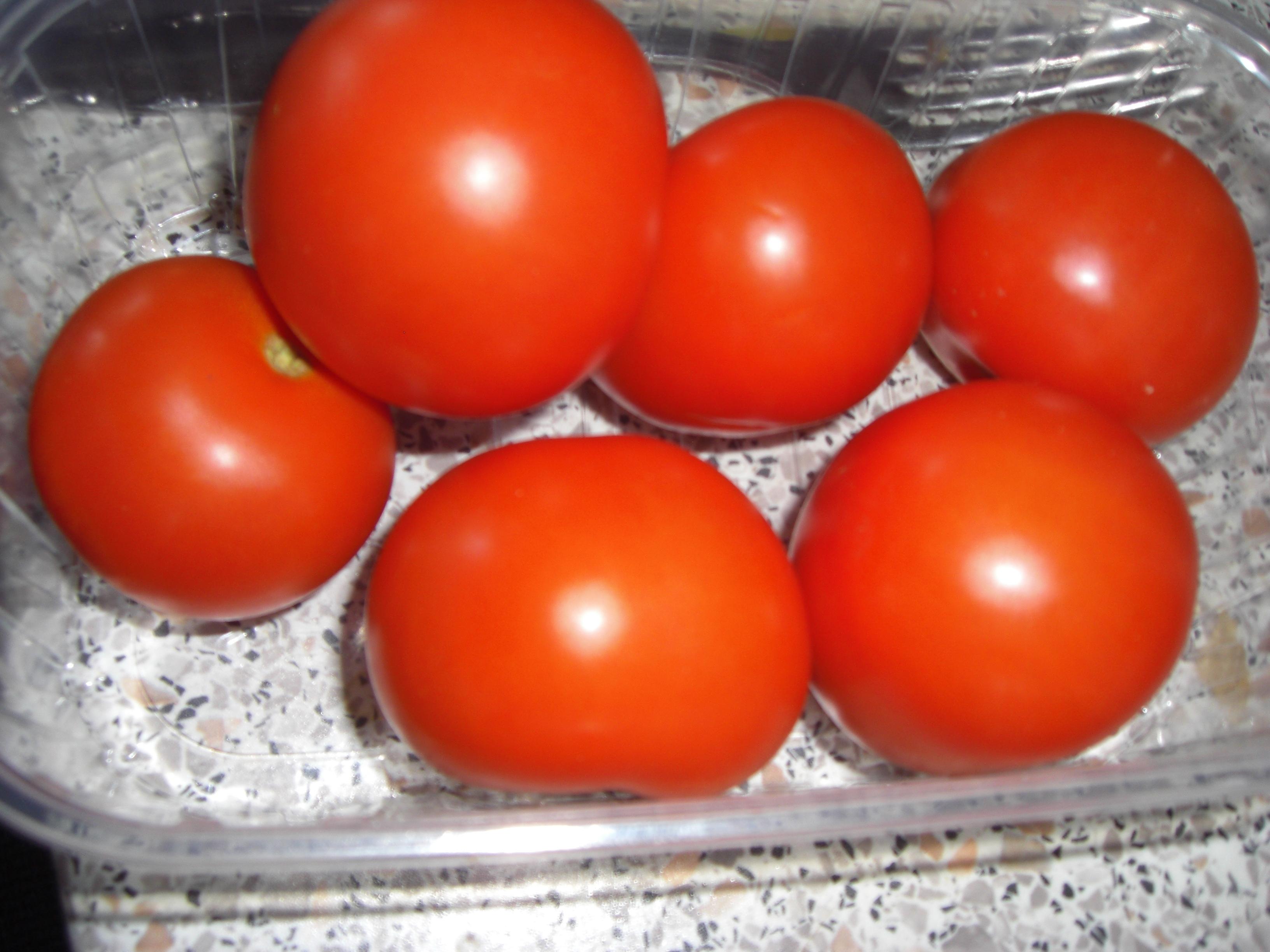 tomaten pflanzen auf dem balkon. Black Bedroom Furniture Sets. Home Design Ideas